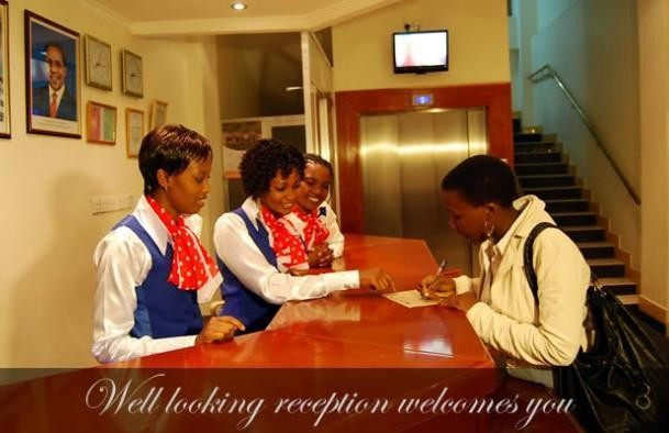 Mc-Ellys Hotel