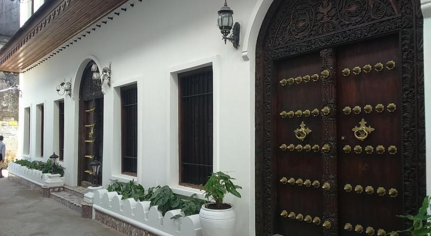 Tausi Hotel