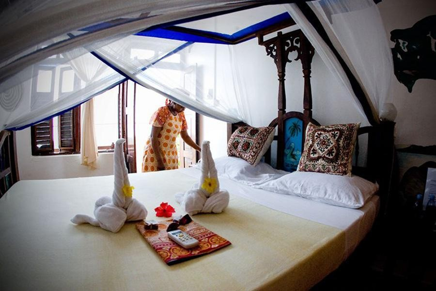 The Tides Lodge Hotel -safari to africa accommodation